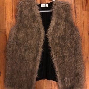 Women's size 18/20 faux fur vest